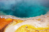 Yellowstone Park blue hot spring — Stock Photo