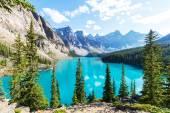 Beautiful Moraine lake — Stock Photo