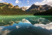Serenity Emerald Lake — Stock Photo