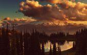 Lake and Glacier Peak — Stock Photo