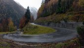 Mountain road in the Alps — Stockfoto