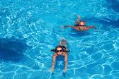 Couple swimming in pool — Stock Photo