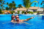 Loving couple in pool — Stock Photo