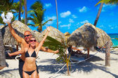 Casal feliz na praia — Fotografia Stock