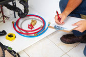 Plumber on the kitchen. — Stock Photo