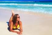 Woman in bikini on the beach. — Stock Photo