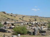 Ruínas da antiga cidade de hierapolis e céu azul — Fotografia Stock
