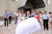 Szczęśliwa panna młoda i pan młody na ślubie — Zdjęcie stockowe