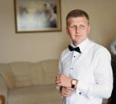 Handsome groom at wedding coat — Stock Photo