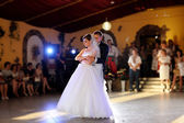 Bride and groom dancing — Stock Photo