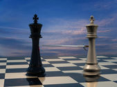 End of the battle: Chess King is being defeated his opponent. — Stock Photo