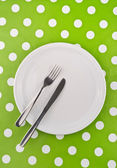 Empty white flat plate with fork and knife — Stock fotografie