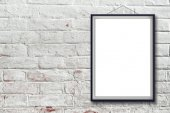 Blank vertical painting poster in black frame — Stock Photo
