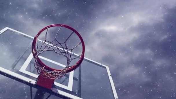 Aro de baloncesto con jaula con nieve — Vídeo de stock