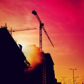 Construction worker on a building in sunset — Stock Photo
