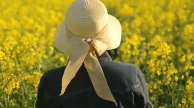 Female Farmer Walking in Oilseed Rapeseed Cultivated Agricultural Field Examining and Controlling The Growth of Plants, Crop Protection Agrotech Concept — Stock Video