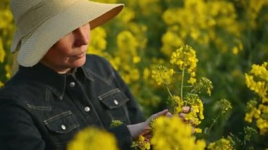 Female Farmer in Oilseed Rapeseed Cultivated Agricultural Field Examining and Controlling The Growth of Plants, Crop Protection Agrotech Concept — Stock Video