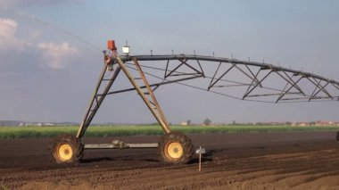 Agricultural Irrigation Sprinklers Irrigating Cultivated Farming Field — Stock Video