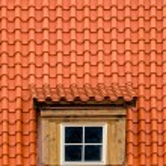 Eski tavan arası çatı penceresi — Stok fotoğraf #74738481