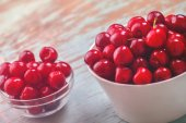 Sweet Cherry Bowl on Rustic Table — Stock Photo