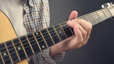 Man playing rock tune chords on acoustic guitar — Stock Video
