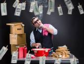 Businessman is laundering money in the basement — Stock Photo