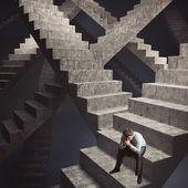 Muž sedí na schodech — Stock fotografie