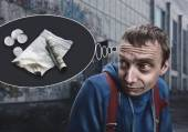 Addict in the street thinking about drugs — Stockfoto