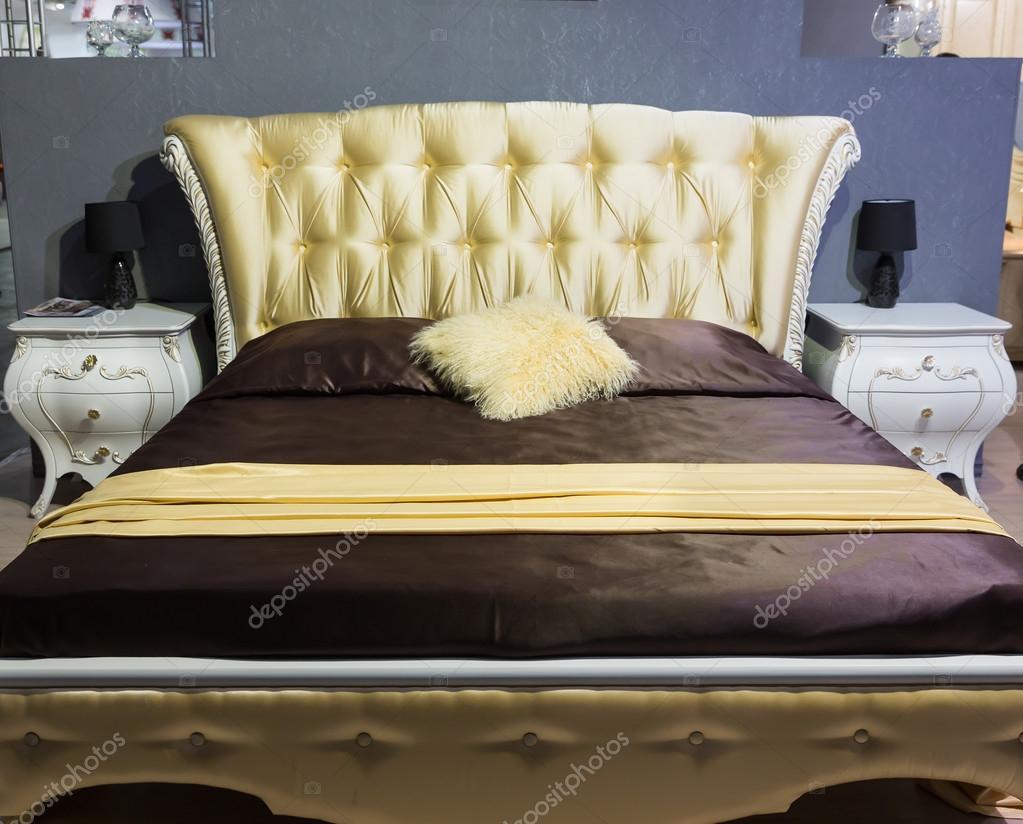 Camera da letto classica di lusso — Foto Stock © Nomadsoul1 #72038697