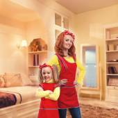 Mother and daughter in bedroom — Stock Photo