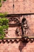 Antique sculpture of a knight and a wall fragment of Heidelberg  — Foto de Stock