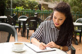 Mujer en coffee shop — Foto de Stock