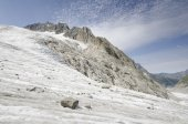 Alpine landscape with mountains and glacier — Стоковое фото