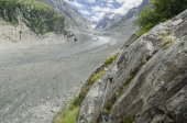 Alpine valley with huge glacier — Stock Photo