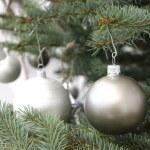 rama de un árbol de Navidad decorado — Foto de Stock   #59110731