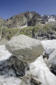 Alpine landscape with mountains and glacier — Stock Photo