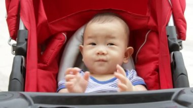 Asian baby in baby stroller — Stock Video