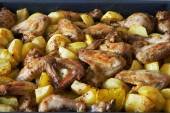Fried potatoes and chicken — Stock Photo