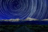 Night Exposure Star Trails of the Sky in Bishop California — Stock Photo