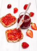 Delicious strawberry jam — Stock Photo