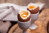 煮熟的鸡蛋,木质的背景 — 图库照片