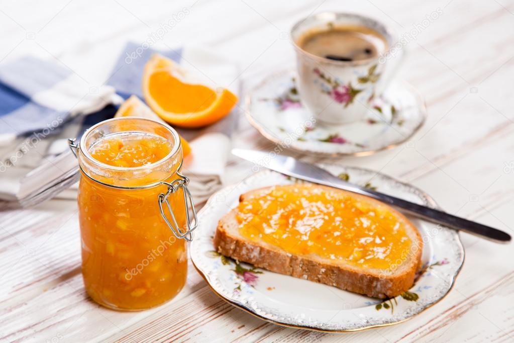 Esperma en una rebanada de pan y mermelada 6