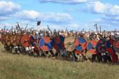 Free Medieval battle show Voinovo Pole (Warriors' Field) near Drakino, Russia — Стоковое фото