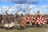 DRAKINO, RUSSIA - AUGUST 23: Free Medieval battle show Voinovo Pole (Warriors' Field) on August 23, 2014 near Drakino, Russia. — 图库照片