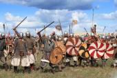 DRAKINO, RUSSIA - AUGUST 23: Free Medieval battle show Voinovo Pole (Warriors' Field) on August 23, 2014 near Drakino, Russia. — Stock Photo