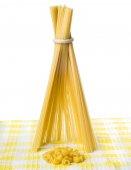Wigwam of spaghetti and bonfire place pasta — Stock Photo