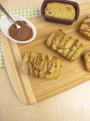 Küçük haşhaş tohum kek çikolata coverture ile — Stok fotoğraf