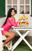 Woman and Fruit — Stock Photo