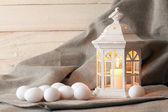 キャンドル ランタンと卵 — ストック写真