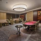 современный номер для отдыха, с покерным столом — Стоковое фото